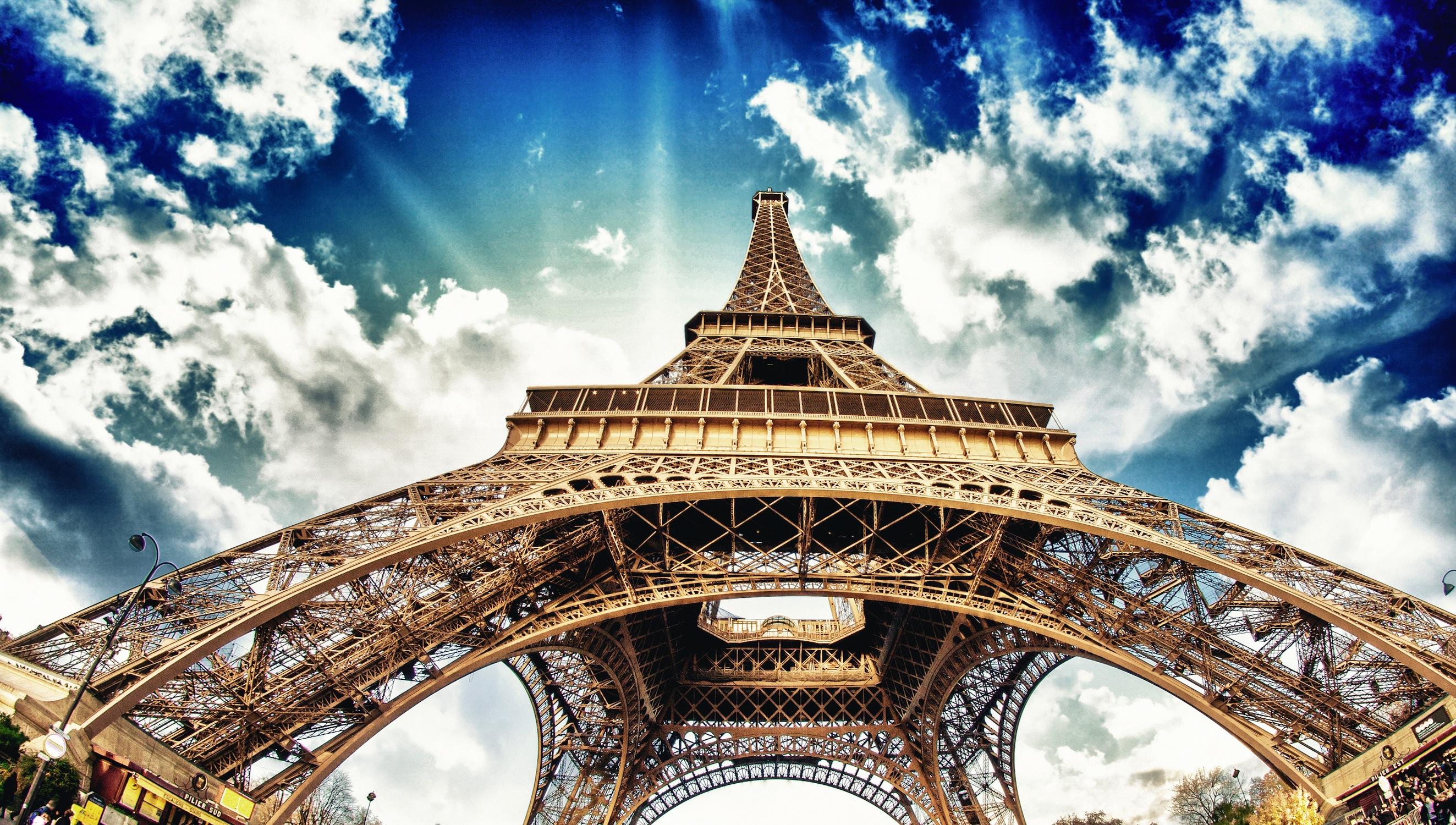 Eiffel dans le ciel decoration murale
