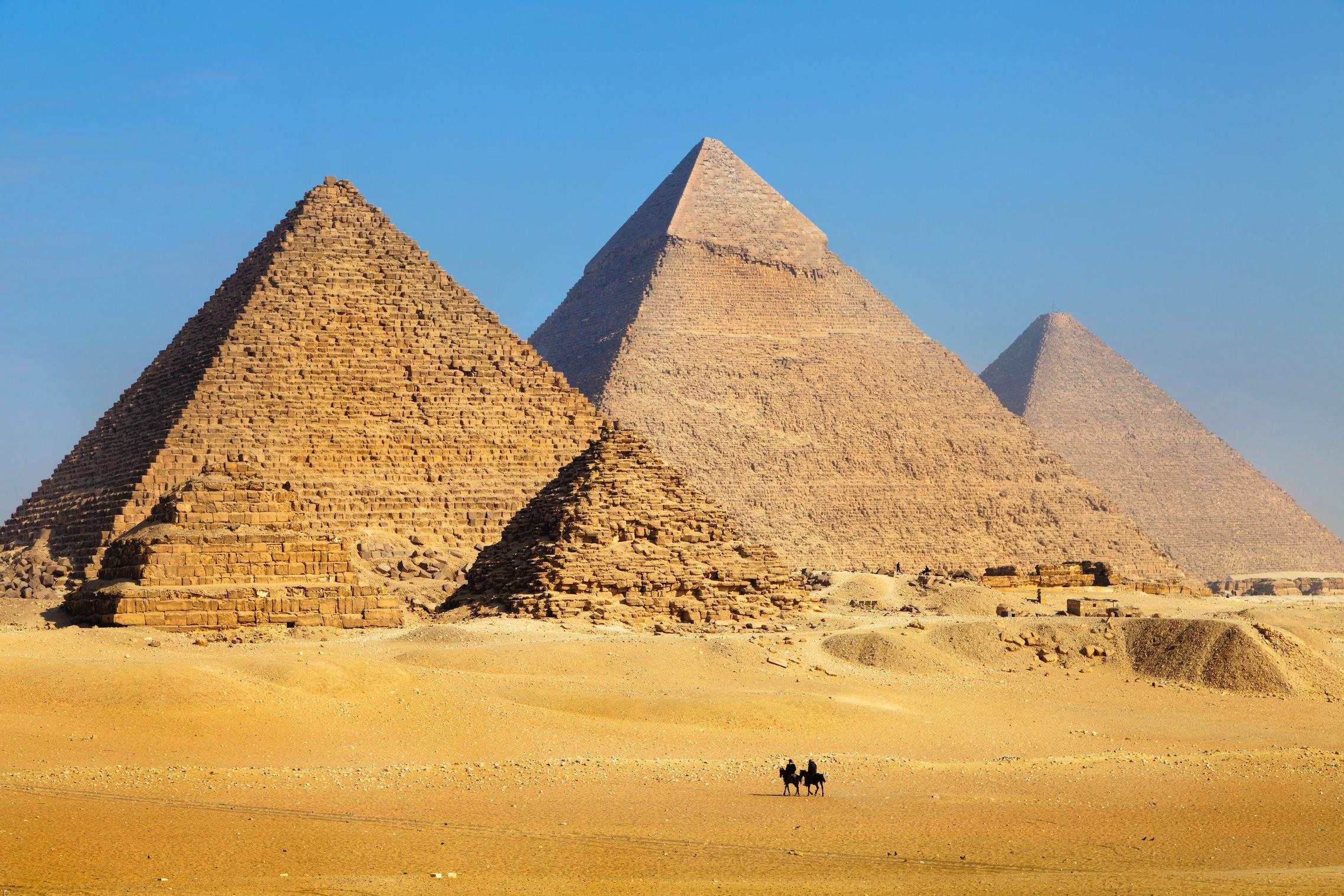 3 pyramides tapisserie murale