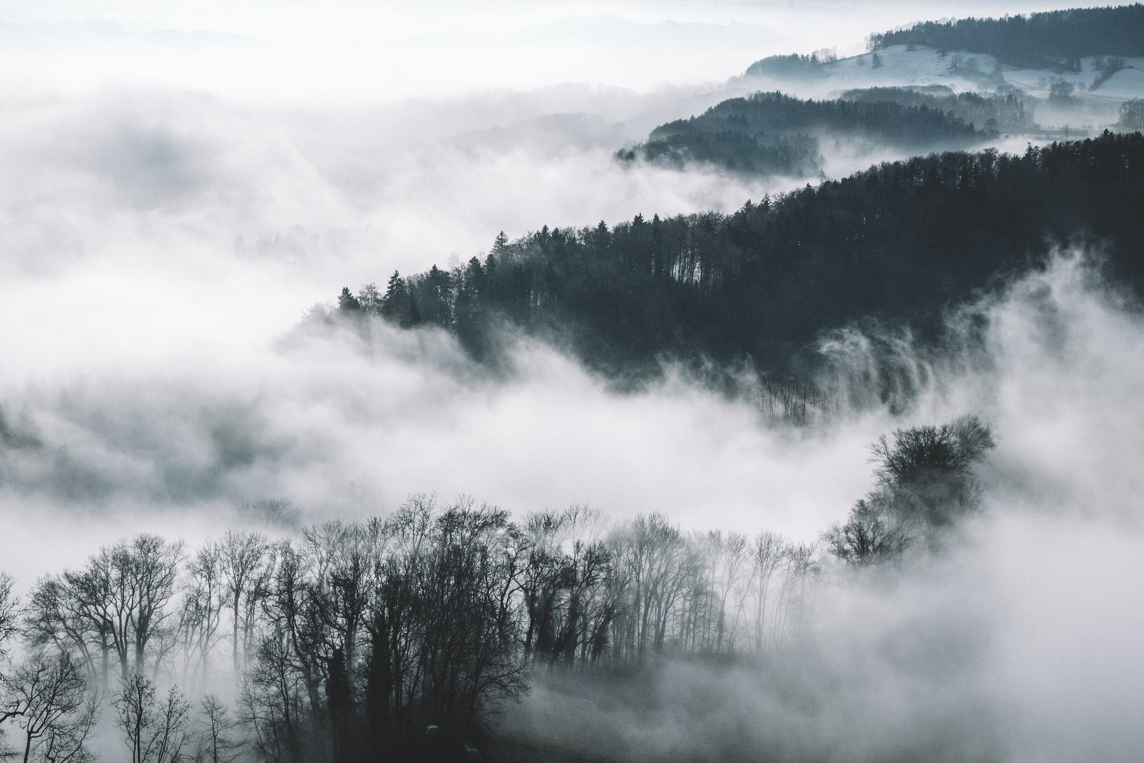 Les montagnes et les nuages se rencontrent tapisserie