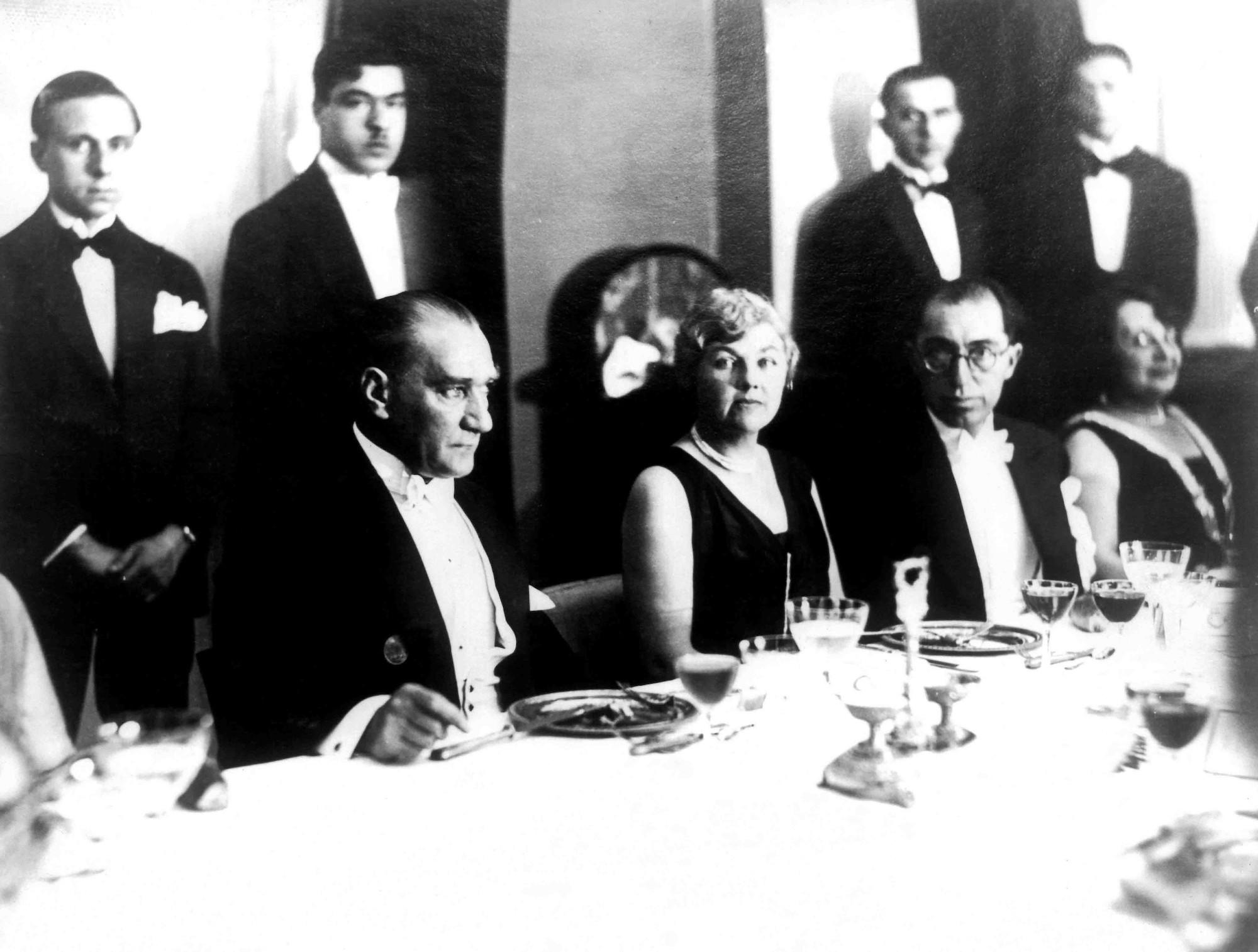 Atatürk en réunion papiers peints photo 3D